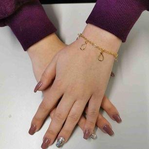 Vi är ett UF-företag som säljer smycken med syftet att skänka 20% av pengarna till barndiabetesfonden. Köp ett smycke och bidra till forskningen för diabetes💙 Fler och bättre bilder kommer snart!