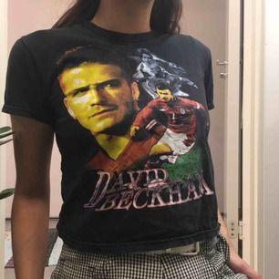 David Beckham t-shirt.  (っ◔◡◔)っ MÅTT: Byst: 42cm Längd: 44cm Ärm: 15cm