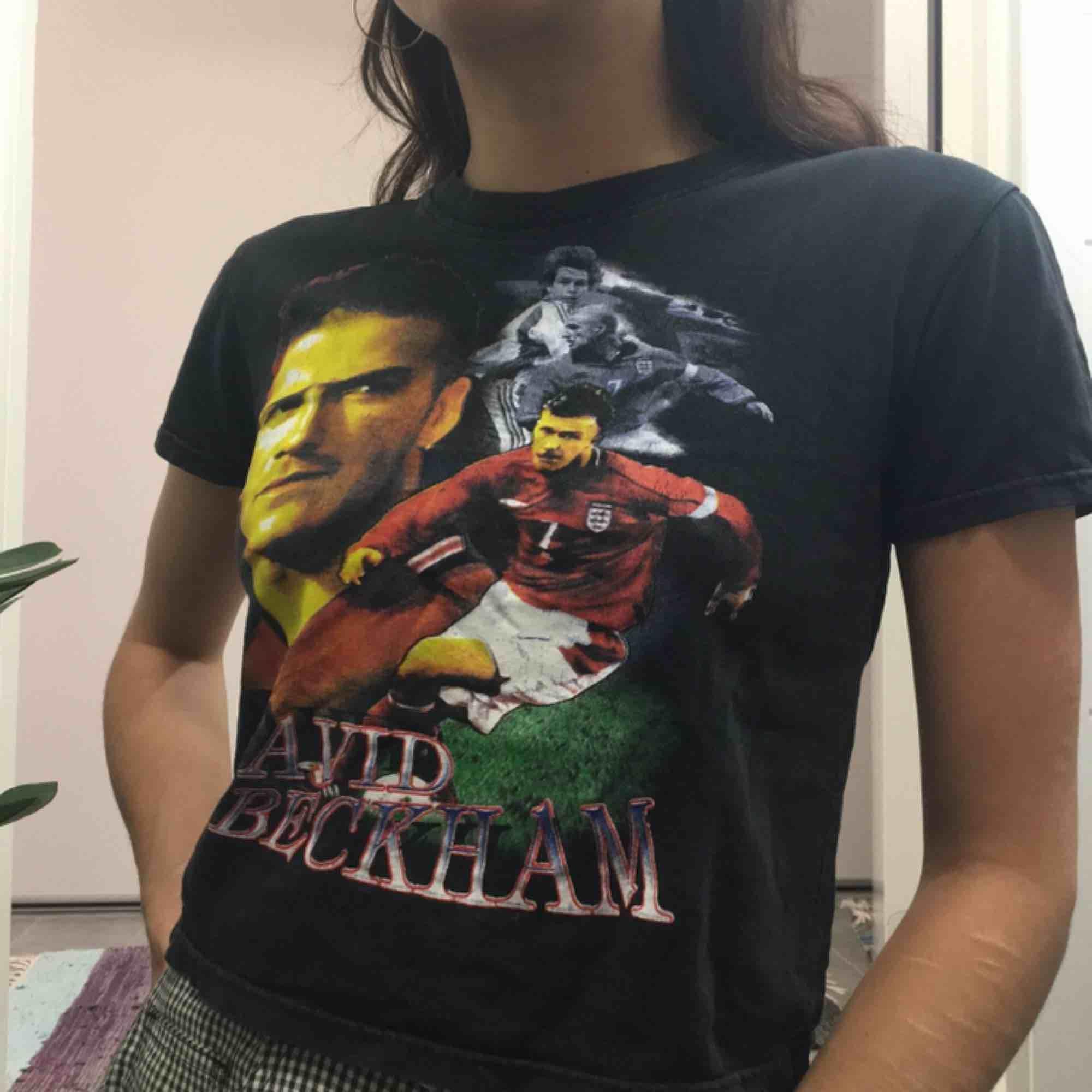 David Beckham t-shirt.  (っ◔◡◔)っ MÅTT: Byst: 42cm Längd: 44cm Ärm: 15cm. T-shirts.
