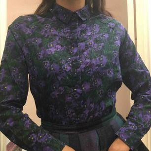 Pensé-skjorta i 100% Bomull.  (っ◔◡◔)っ MÅTT: Byst: 50cm Längd: 63cm Längd: 60cm