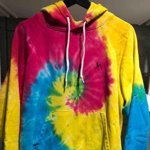 Slutsåld överallt tie-dye hoodie från Ralph Lauren - obetydligt använd!