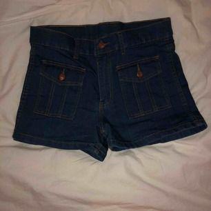 Höga shorts från cheap Monday. Stretchiga. Endast prövade, men tvättade en gång. Köparen står för frakten