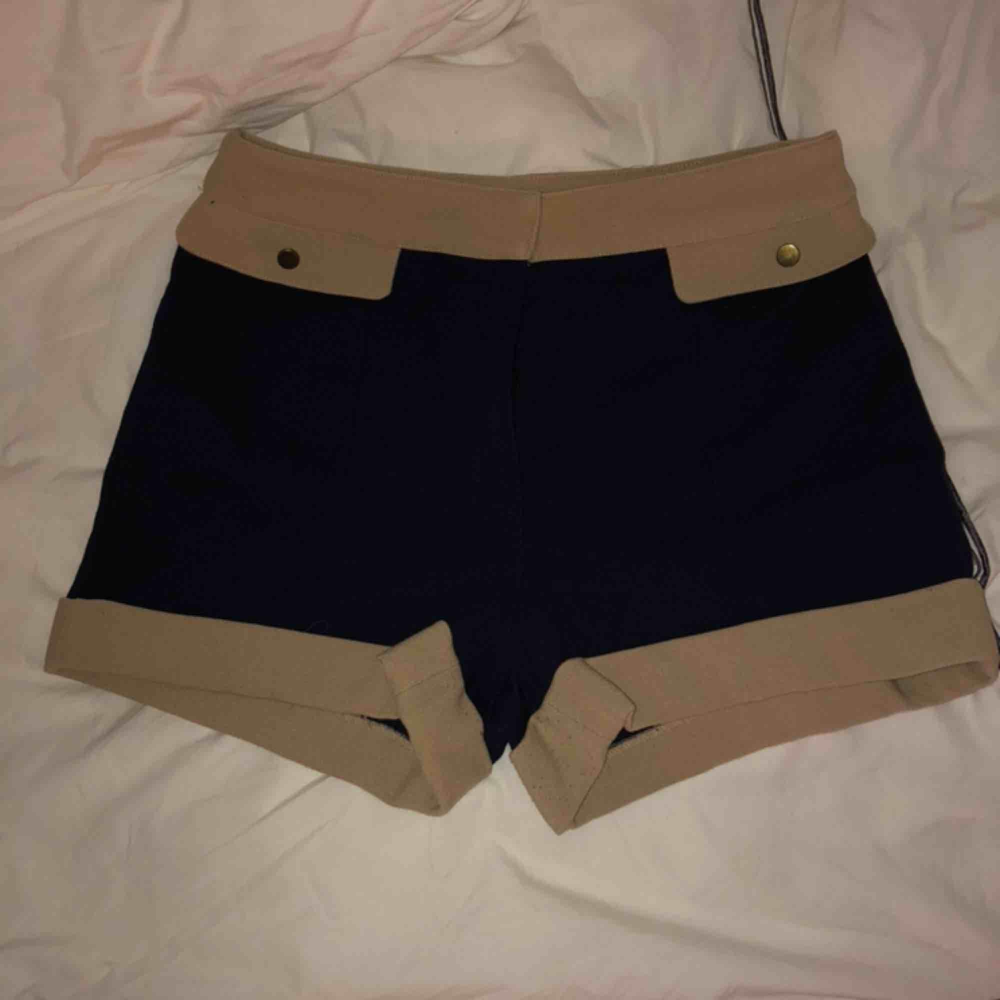 Höga shorts. Använda en gång. Köparen står för frakten . Shorts.