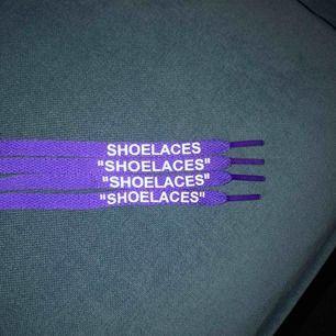 """Purple Off White """"SHOELACES""""  Helt ok kvalité, vet ej om dom är äkta, köpta från Shpock. Kan mötas upp i Stockholm eller skickas om köparen betalar frakten på 9kr."""