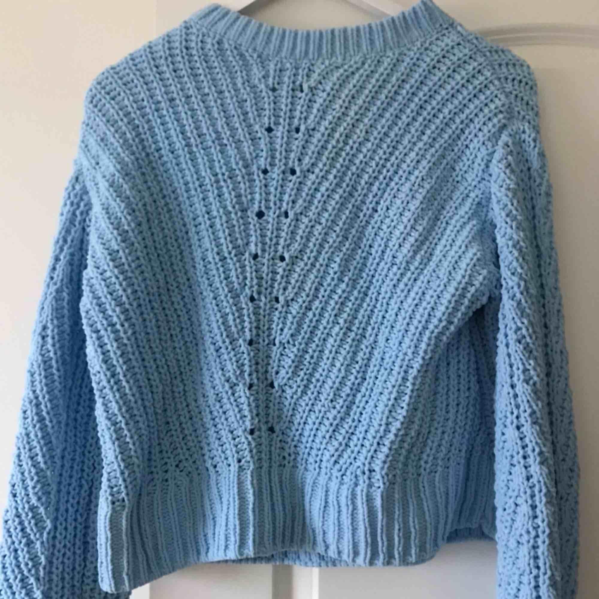 Säljer denna as sköna tröja pga ingen användning, den är helt oanvänd. Kan mötas upp i stockholm eller frakta. . Stickat.