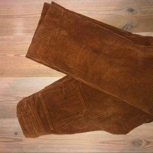 Härliga Raka bruna Manchesterbyxor som inte längre kommer till användning.   Köparen står för frakt :)