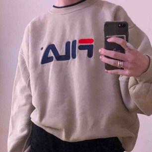 Mysig beige sweatshirt från fila, oversized. Perfekt såhär till vintern👍🏻👊🏻⛷🐿