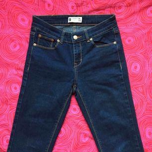 👖 Mörkblåa jeans 👖 Frakt är inkluderat i priset! Skriv gärna om du har några frågor! 💕