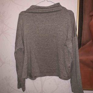 Mjuk tröja från Vila. Frakt är inräknat i priset