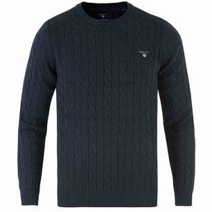Super fin marinblå gant tröja! Endast använd 2-3 gånger💞 Säljer billigt, vill få iväg den snabbt! Nypris 1000-1200, dåliga bilder!!