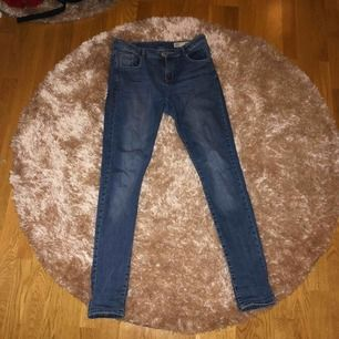 Superfina skinny jeans från lager 157, säljs pga kommer inte till användning längre☺️☺️