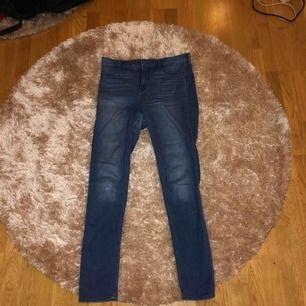 Super sköna och stretchiga jeans från hollister, något slitna men annars är kvaliteten bra