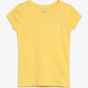 Jag säljer en T-shirt från Ralph lauren, helt oanvänd. Köpt för 395:- Storlek: XL i barnstorlek men motsvarar en XS-S eller 164-170. Bud från 100:- Kommer från ett djur och rökfritt hem.