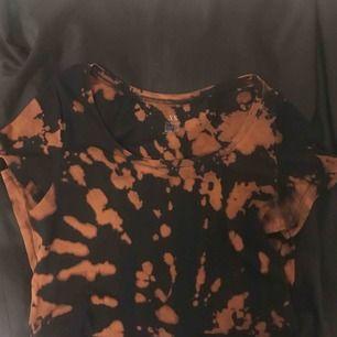 Blekt t-shirt som inte kommer till användning. Frakten tillkommer