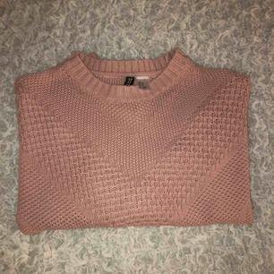 Kort rosa stickad tröja. Säljer på grund av att den inte är min stil längre ❤️❤️