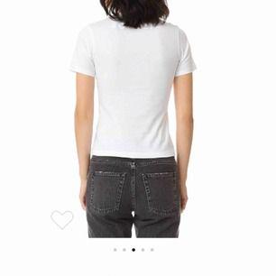 Säljer en av ACNE DORLA 2- PACK tröja med trycket STUDIOS på baksidan. Köpt på ACNE för ca 1800kr  100% bomull Storlek XS Använd max 5 gånger
