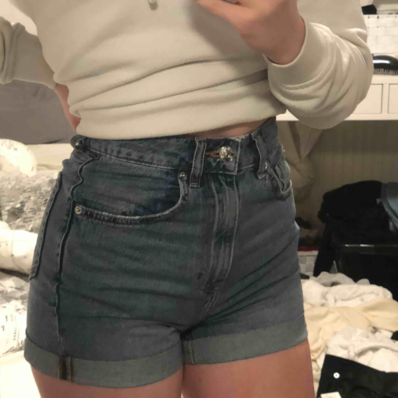 As nice jeans shorts som tyvärr blivit för små. Använda 4-5 gånger!. Jeans & Byxor.