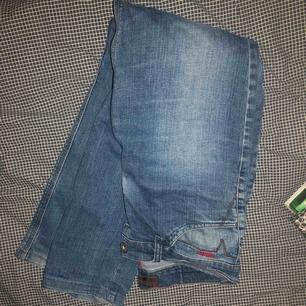 Säljer ett par skit snygga disel jeans perfekt nu till hösten! De är till salu pga för stora. Köparen står även för frakten