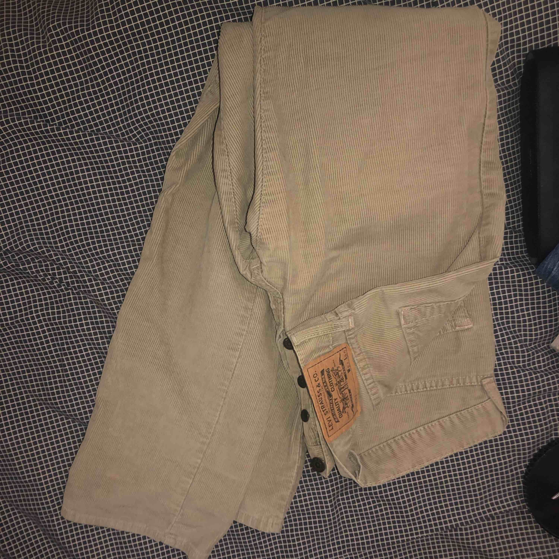 Super fina Manchester byxor från Levis. Köparen står även för frakten. Jeans & Byxor.