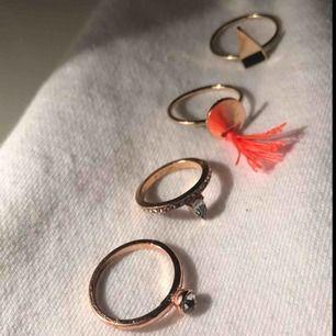 Ringar i brons/guld för 40kr tillsammans eller billigare styck. :)