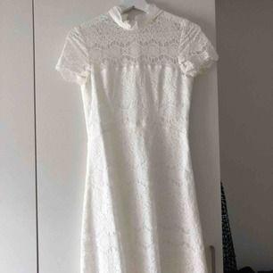 """Ida Sjöstedt siren dress, en """"kort"""" perfekt studentklänning i fint skick. Använd 1 kväll! Kan fraktas:)"""