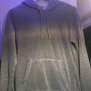 Grå sammets hoodie från hm Knappt använd