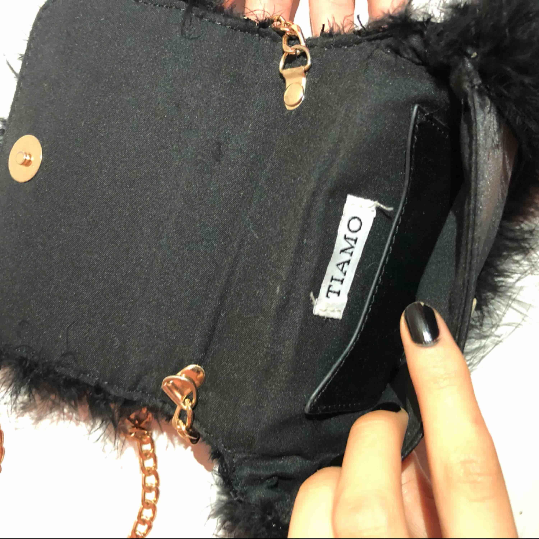 Fluffig väska från scorett Orginalpris - 499kr . Väskor.
