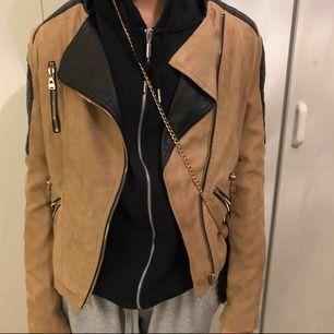 Fake läder/skinn jacka. Köpt från diables