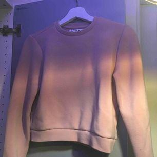 Croppad rosa tröja Liten i storleken