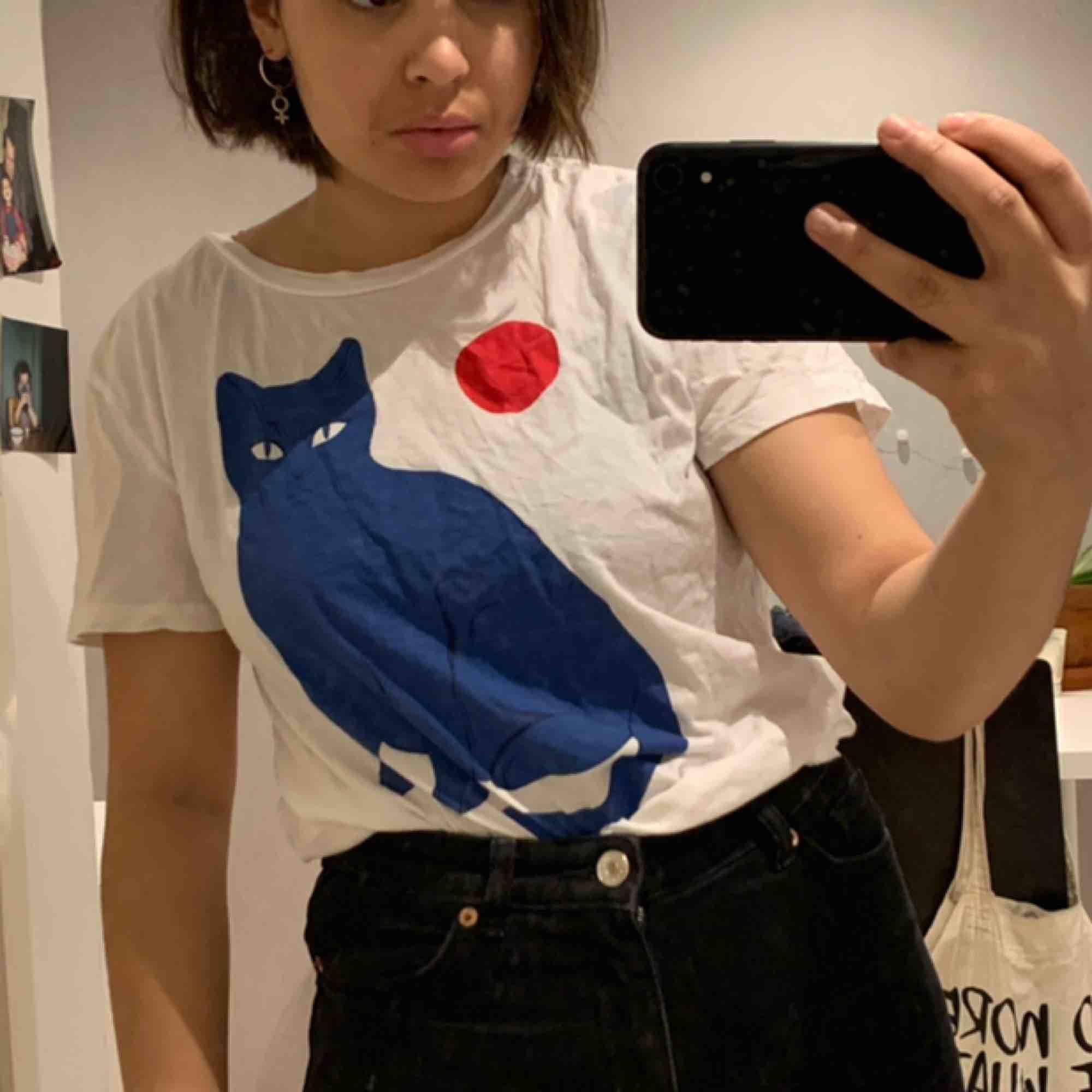 söt tröja från monki! kan mötas upp i umeå:). Skjortor.