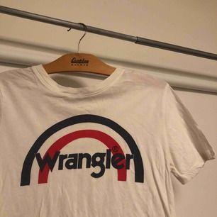 Retro wrangler t-shirt, ändats använd ett fåtal gånger  Frakt tillkommer😘