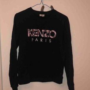 Super snygg och bekväm Kenzo Paris tröja. Använd Max 10 ggr!