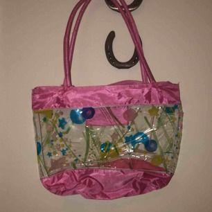 Super snygg och cool handväska som är köpt på second hand