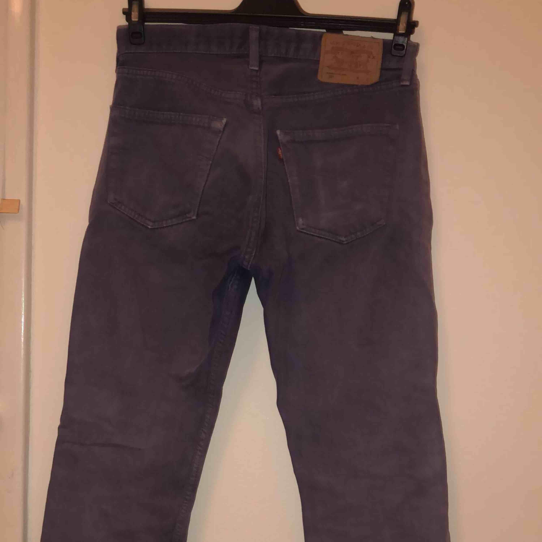 Suuuper snygga lila levis byxor! Sitter riktigt bra och vädligt bekväma!. Jeans & Byxor.