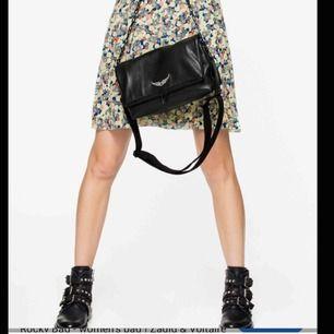 Säljer min skitsnygga Zadig Voltaire väska! Modellen heter Rocky Bag och är den större varianten av de klassiska väskorna. Använd ett fåtal gånger men fortfarande i bra skick. Frakt tillkommer inte i priset.