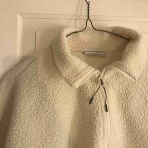 Jättefin Teddy sweatshirt i krämvit, badvänligt ett fåtal ggr😊