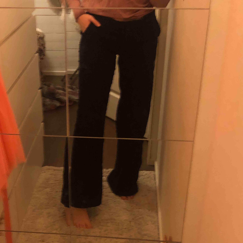 Supersnygga och bekväma Manchesterbyxor från new yorker i storlek 38. . Jeans & Byxor.