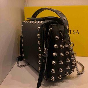 en extremt ball väska i nyskick, får bara aldrig användning för, köparen står för frakt, kan annars möta upp i åkersberga/täby/stockholms stad;)