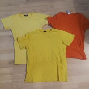 Två gula och en orange t-shirt i stl xs-s, 40kr styck eller 85 för alla!