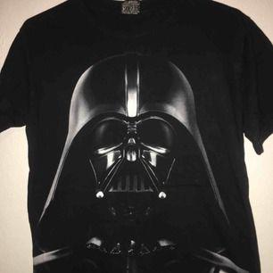 Star wars t-shirt stl M. Betalning sker via swish och köpare står för ev frakt!