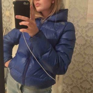 Marin blå dunjacka / vinterjacka, varm snygg och go - perfekt i kylan! ;)