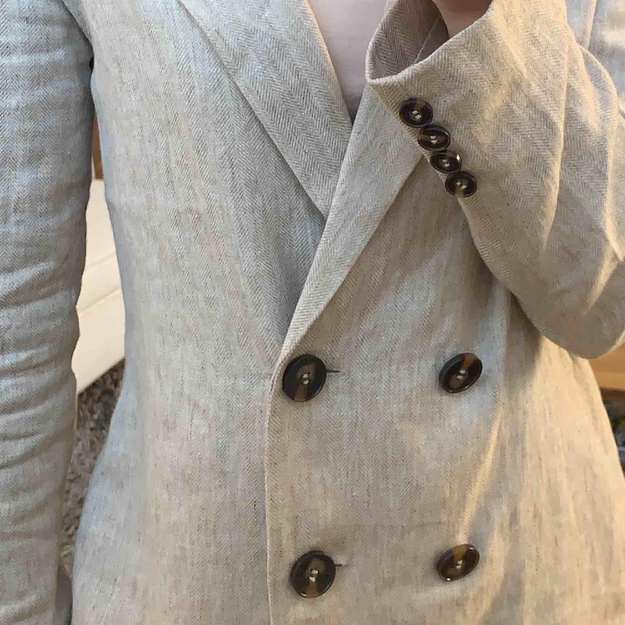 En fantastisk blazer från na-kd som tyvärr ej kommer till använding. Använd fåtal gånger, nypris var 699. Säljer nu för 270 + frakt 🥰. Kostymer.