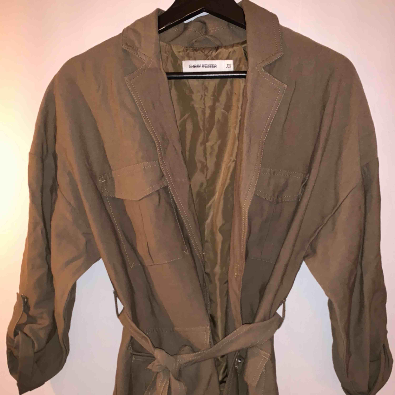 Fin militärgrön jacka från Carin wester. Endast använd 1 gång . Jackor.