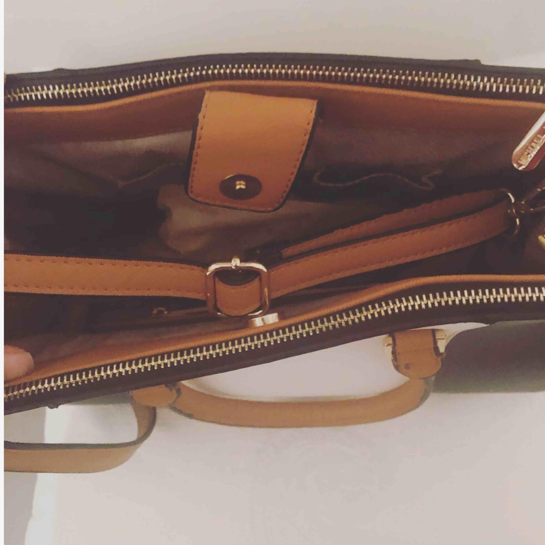 Michael Kors väska  replika . Väskor.