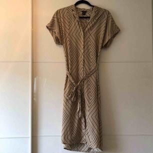 Supersnygg klänning! Frakt 18kr🌸