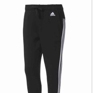 SÖKER !!!!!! Hör av er ifall ni har Nike eller adidas byxorna som finns i bilden i storlek M/L!!!!