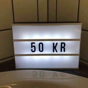 Lightbox i väldigt bra skick! Alla bokstäver och siffror som kom med finns kvar och ingår