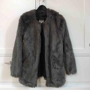 Faux Fur jacka från Twist&Tango. Använd fåtal gånger.  Kan mötas upp eller frakta, frakt tillkommer!🧡