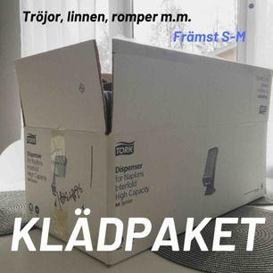 🌺Säljer ett klädpaket med runt 20 plagg. Toppar, tröjor, linnen, shorts m.m.   🌺150kr + eventuell frakt! Vill bli av med det så fort som möjligt  🌺Finns i Borås/Göteborg. Kan skickas men då står köparen för frakten