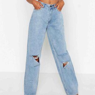 Helt oanvända jeans ifrån Boohoo, stl 40 passar 38,